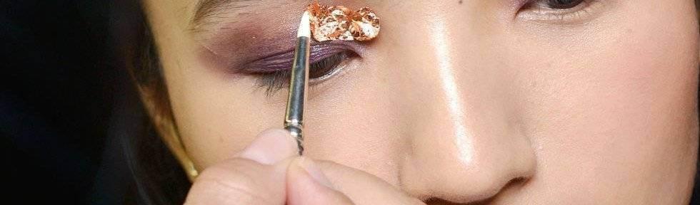 landscape-1461777230-elle-makeup-brushes