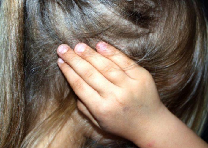Dezvaluiri socante! Un roman de 44 de ani si-a violat fiica minora in fata sotiei si a celeilalte fete